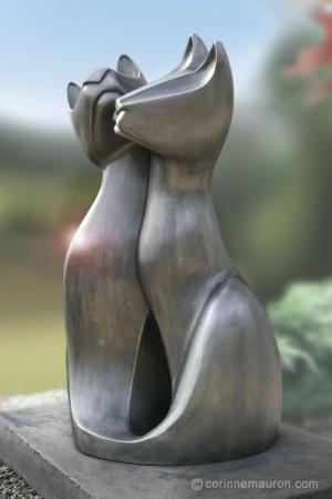 Sculpture de chats en aluminium, trois-quarts, couple