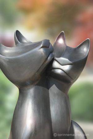 Sculpture de chats en aluminium, têtes, couple